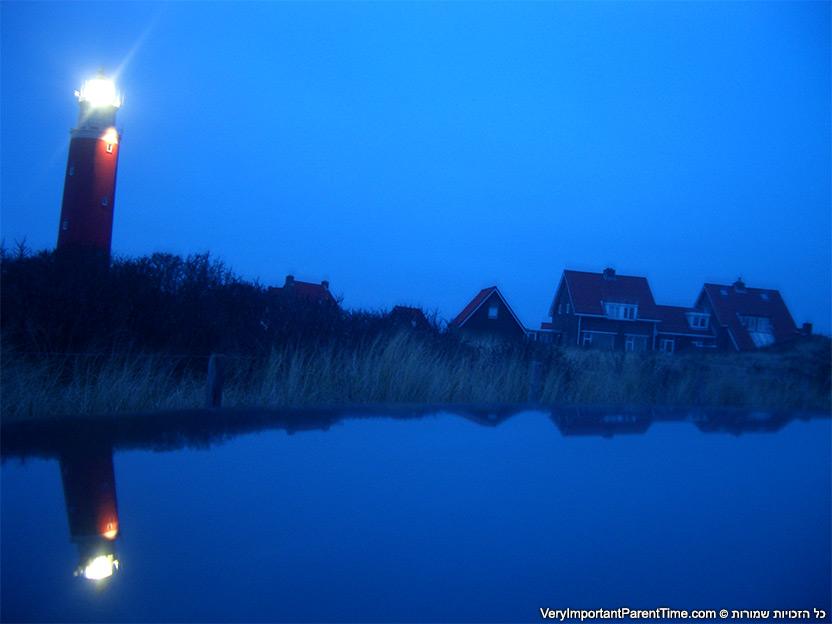 הולנד - טסל - המגדלור בערב