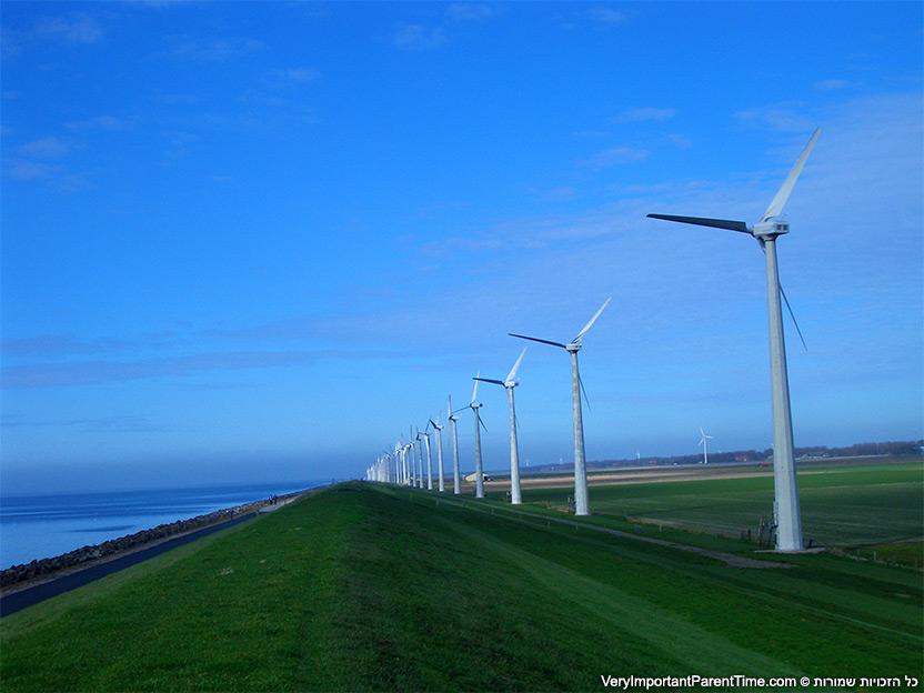הולנד - אורק - טיילת ישרה מובילה לכפר השכן